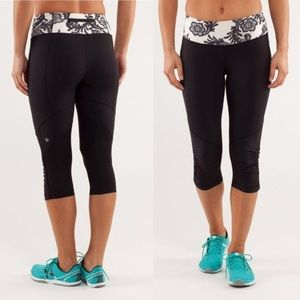 Lululemon Run for ur Life Crop Black/ Cream Lace 4
